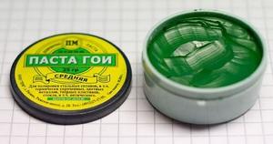 Способ использования пасты ГОИ для полировки очков и удаления царапин