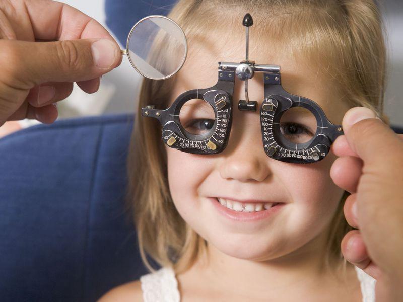 Специальный аппарат для обследования глаз